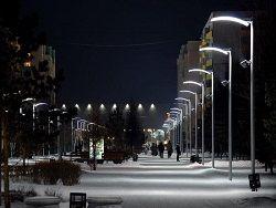 В Оленегорске круглый день светло - хозяйственники не могут договориться, кто должен выключать уличные фонари.