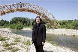 Во Франции построили мост из бумаги