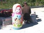 В знак дружбы с Россией в Китае установили урны в виде русских матрешек