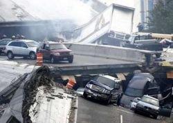 В Миннеаполисе, по новым данным, погибли 5 человек, 30 пропали без вести