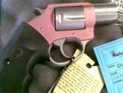 Мужчина прострелил себе пенис из розового пистолета