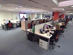 Треть россиян ссорится на работе из-за личных отношений