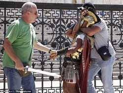 Полицейские в одеждах центурионов схватили банду в Риме