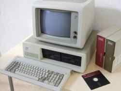 30 лет родоначальнику современных  компьютеров
