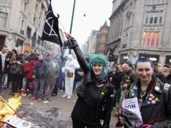 """Участники беспорядков в Британии """"бедные и утратившие веру"""""""
