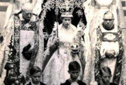 """На аукционе продана \""""запрещенная\"""" фотография коронации британской королевы"""