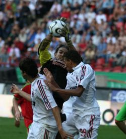 «Локомотив» проиграл «Милану» в серии пенальти