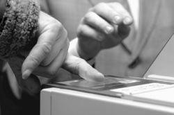 По отпечаткам пальцев можно будет определить пол и телосложение