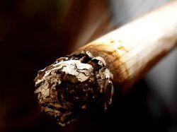 Запрет на курение в Великобритании привел к увлечению SMSками