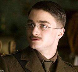 Новая роль Гарри Поттера (фото)