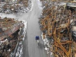 В Японии разбирают завалы после цунами