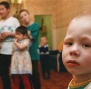 Про маленьких живых человечков: мода на усыновление