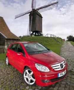 Сенсация в автомире – назревает сотрудничество Mercedes с BMW