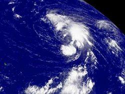 Десятки тысяч людей эвакуированы в ожидании тропического шторма