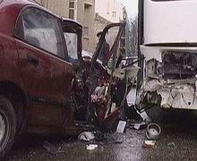 Под Анапой автобус раздавил 11 припаркованных автомобилей