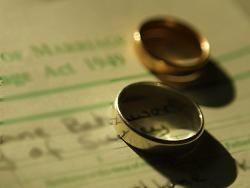 Израильский раввин женит религиозных геев на лесбиянках