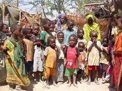 Солдат Сомали открыл огонь по толпе голодающих беженцев