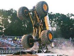 """В США во время шоу \""""грузовик-монстр\"""" врезался в зрителей"""