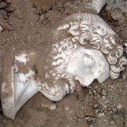 Археологи нашли фрагменты грандиозной статуи Адриана