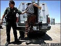 В США усиливают борьбу с нелегалами
