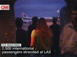 Тысячи пассажиров застряли в аэропорту Лос-Анджелеса