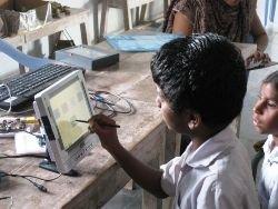 Школьникам в Индии бесплатно раздают ноутбуки