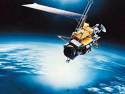Через неделю на Землю рухнет американский спутник