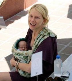 Наоми Уоттс показала новорожденного сына