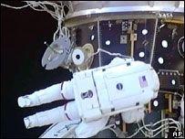 """Астронавты думают, как ремонтировать \""""Эндевор\"""""""