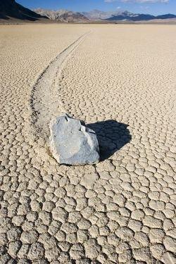 Движущиеся камни - загадка природы