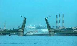 Старейший разводной мост Петербурга открывается после ремонта