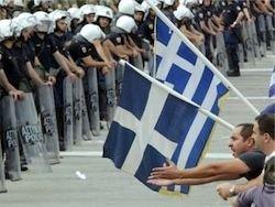 Греческие демонстранты блокировали входы в министерства