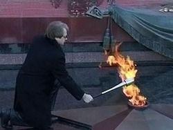 Медведев поручил наказать погасивших Вечный огонь