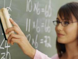 Медведев ждет нестандартных предложений по поддержке учителей
