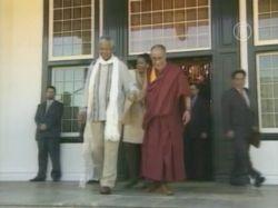 Далай-лама отменил визит в ЮАР, не получив визы