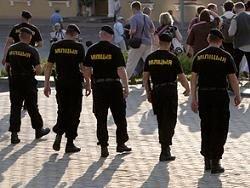 Белорусам запретили стоять и молчать