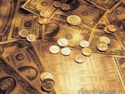 Рубль растет к доллару и евро