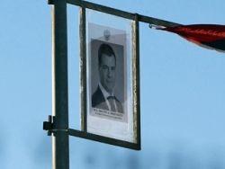 Почему за Медведева стыдно