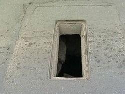 Дыры на дорогах Владивостока: люки крадут и сдают в металлолом