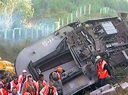 В подрыве поезда подозревают националистов, боевиков и мародеров