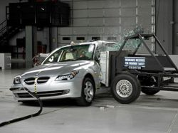 На BMW 5-series лучше не попадаться под удар внедорожника
