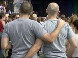 Геи и лесбиянки все активнее используются в предвыборной борьбе