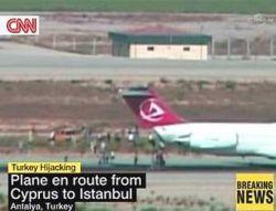 Пассажиры захваченного самолета сами выбрались на свободу
