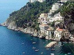 Не менее 10 человек ранены при обрушении террасы на итальянском курорте