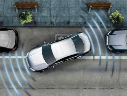Особенно если парковка выполняется задним ходом.  Неопытным водителям трудно оценить габариты своего автомобиля.