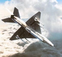 Военный самолет упал на китайскую деревню
