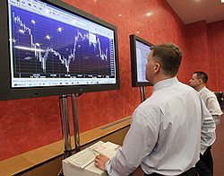 Продажи иностранцев обвалили котировки рублевых облигаций