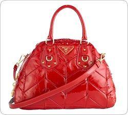 Новая красная сумка от Prada - аксессуар для дьяволицы