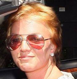 Бритни Спирс показалась без парика