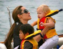 Семейство Джоли-Питт готовят своих детей к суровым испытаниям
